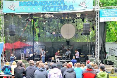 Broumovská kytara: Hvězdami dívčí kapela SB