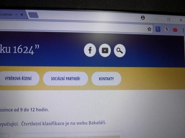 Gymnázium Broumov má nejen web, ale také svoji stránku Facebooku a svůj kanál na YouTube