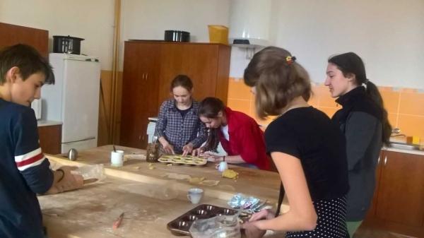 Tercie: Škola byla provoněna tradičními anglickými mince pies a chocolate cookies
