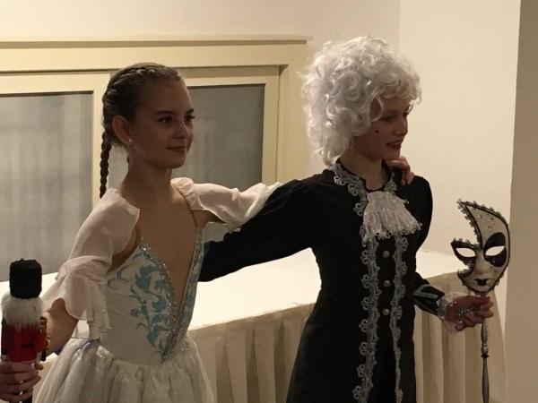 Studují na gymnáziu: Daniela Valešová, prima, talentovaná baletka