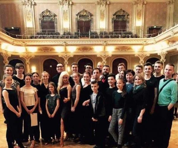 Sourozenci Novotní se setkali s elitními tanečníky z celého světa