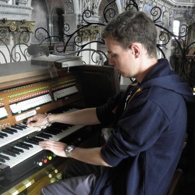 Tomáš Weissar, maturant 2011, se představí jako režisér divadelní hry Tita Maccia Plauta