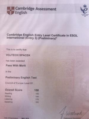 Terciáni Michal Večeře a Vojtěch Špaček v červenci získali další certifikát Cambridge English Entry,