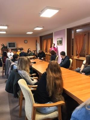 Beseda s bývalou studentkou gymnázia Veronikou Riabcovou: Centrum sociálních služeb Naděje Broumov - Domov seniorů