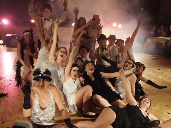 Ples 4.A : Báječná jízda s půlnoční show