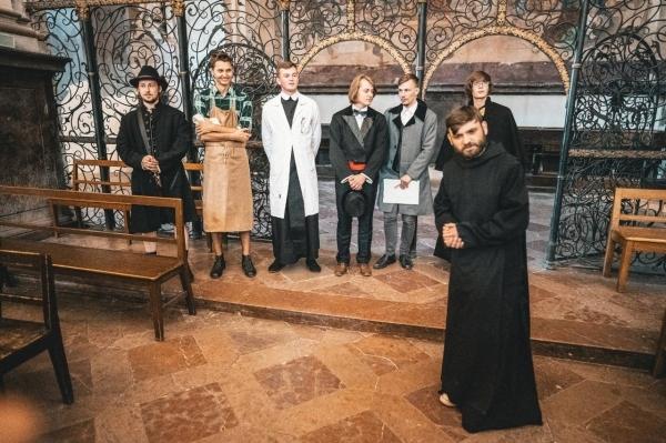 Poslední hraná noční prohlídka kláštera: Bývalí studenti přejí pěkný školní rok