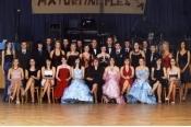 Společné foto z maturitních plesů