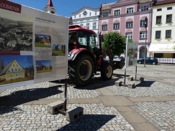 Broumovsky specifická vernisáž TOP 10 aneb Přijel i traktor
