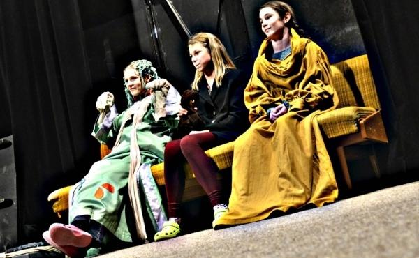 Noc divadel 2016 a gymnazisti na scéně