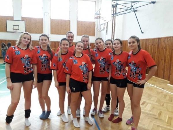 Nádherné 2. místo v Okresním kole ve volejbale středních škol získaly naše hráčky v Náchodě.