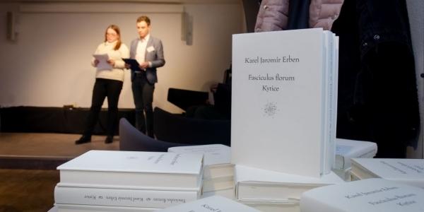 Náš absolvent Tomáš Weissar se podílel na vydání latinského překladu Erbenovy Kytice