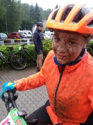 Jeden z nejtěžších cyklistických závodů za účasti našich studentů: Bláto od hlavy až k patě