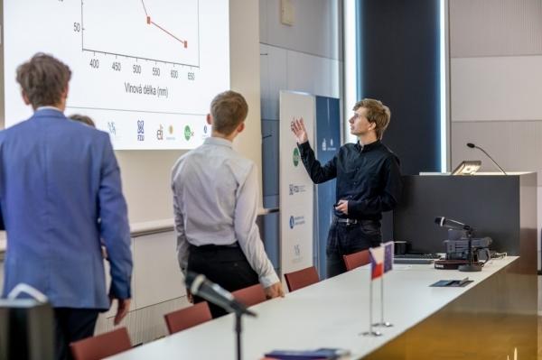 Výlet do světa vědy, tentokrát na déle: Zdeněk Hartman z 5.V v Talentové Akademii.