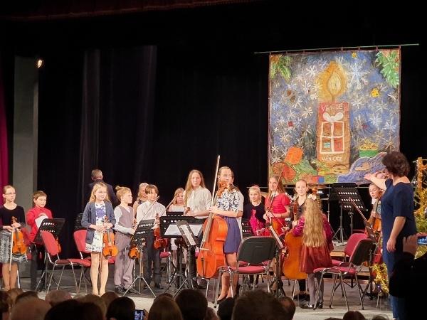 Vánoční koncert ZUŠ Police nad Metují: Skvělí hudebníci z našeho gymnázia