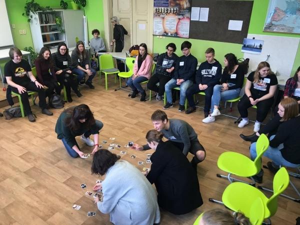 Společenskovědní semináře v únoru: Beseda o kyberšikaně i setkání se školní psycholožkou