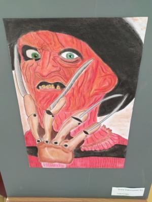 Výtvarná výchova: Výstava prací maturantek z oktávy na chodbě 2.patra gymnázia