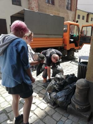 Studenti naší školy pomohli uklidit část města