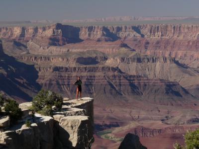 Bývalý gymnazista Martin Stiller zdraví gymnázium z Grand Canyonu- USA