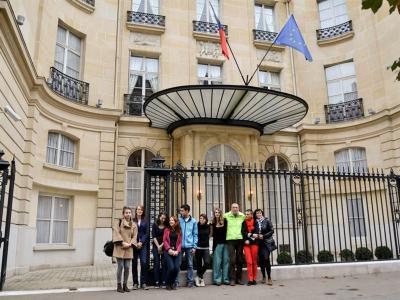 Naši studenti volili v Paříži - foto Barbora Hrdá